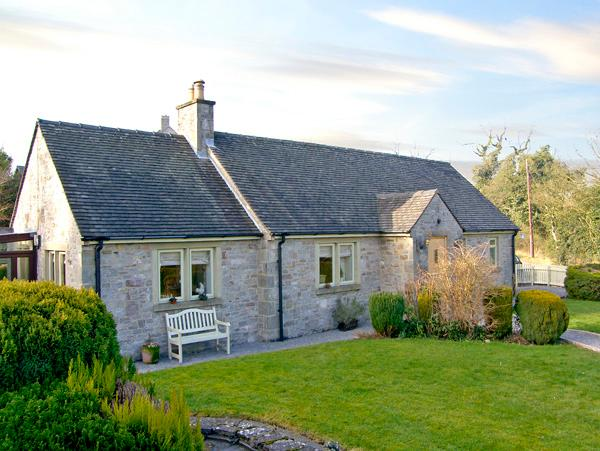 THE REST, family friendly, luxury holiday cottage, with hot tub in Thorpe, Ref 2382 - Image 1 - Thorpe - rentals
