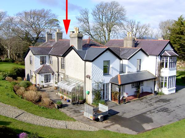 PENMAEN NORTH WING, country holiday cottage, with a garden in Pwllheli, Ref 3502 - Image 1 - Pwllheli - rentals