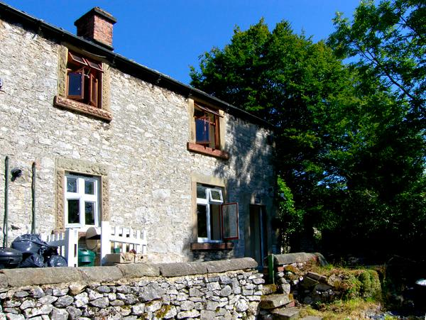 RIVER COTTAGE, pet friendly, character holiday cottage, with open fire in Youlgreave, Ref 2239 - Image 1 - Youlgreave - rentals