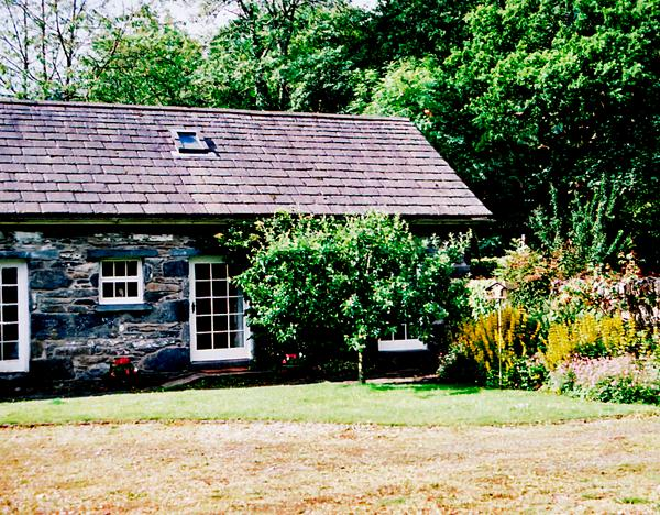 ROYAL OAK FARM COTTAGE, character holiday cottage, with a garden in Betws-Y-Coed, Ref 1152 - Image 1 - Betws-y-Coed - rentals