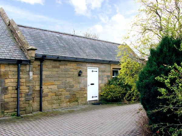SHUNTING COTTAGE, pet friendly, character holiday cottage, with a garden in Acklington, Ref 2933 - Image 1 - Acklington - rentals