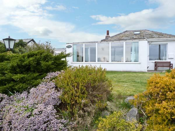 SILVERDALE, with sea views and a garden in Roa Island, Ref 1383 - Image 1 - Ulverston - rentals
