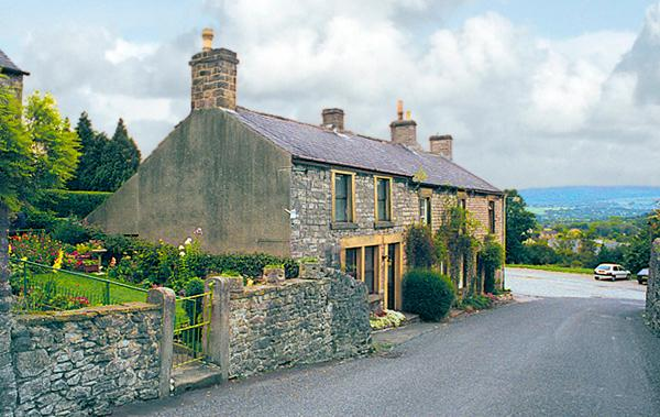 SMALLDALE, family friendly, character holiday cottage, with open fire in Bradwell, Ref 765 - Image 1 - Bradwell - rentals