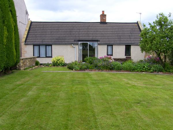 SWALLOWS COTTAGE, country holiday cottage, with a garden in Warkworth, Ref 1064 - Image 1 - Warkworth - rentals