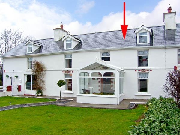 THE FARMHOUSE, family friendly, character holiday cottage, with a garden in Dunmanway, County Cork, Ref 2866 - Image 1 - Dunmanway - rentals