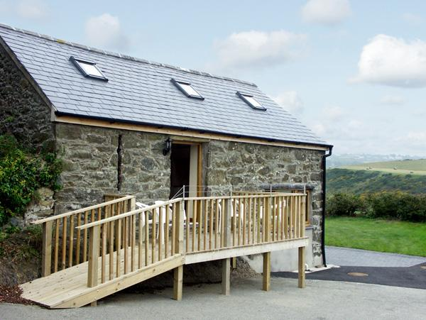 THE GRAIN STORE, pet friendly, character holiday cottage, with a garden in Abersoch, Ref 1585 - Image 1 - Abersoch - rentals