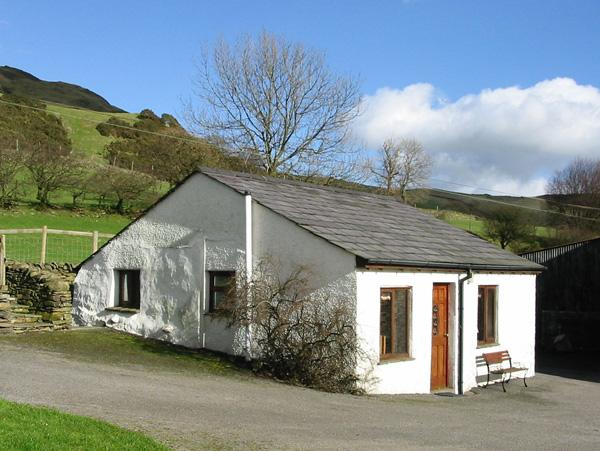 GHYLL BANK BUNGALOW, pet friendly, country holiday cottage, in Staveley, Ref 2027 - Image 1 - Staveley - rentals