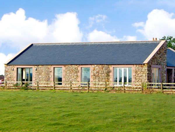 THE LONG BARN, pet friendly, country holiday cottage, with a garden in Berwick-Upon-Tweed, Ref 2642 - Image 1 - Northumberland - rentals