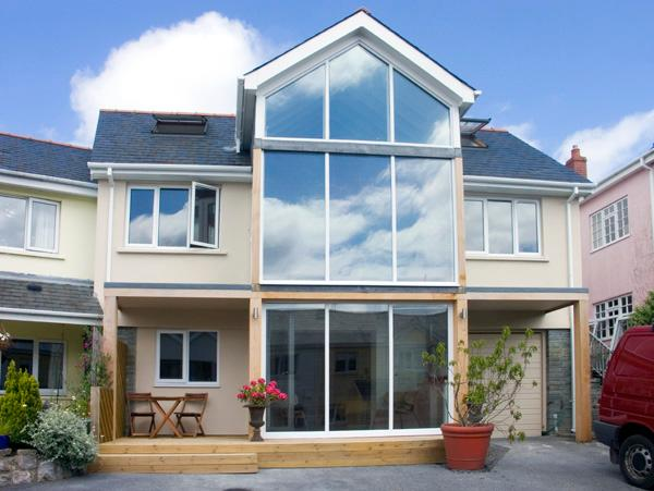 THE MUSHROOM HOUSE, with a garden in Tenby, Ref 2106 - Image 1 - Tenby - rentals