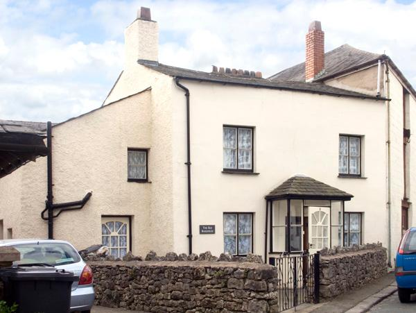 THE OLD BAKE HOUSE, pet friendly, character holiday cottage, with a garden in Ulverston, Ref 2081 - Image 1 - Ulverston - rentals