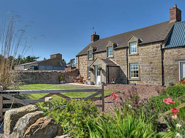 THE OLD FARMHOUSE, family friendly, luxury holiday cottage, with a garden in Lowick Near Holy Island, Ref 3520 - Image 1 - Lowick - rentals