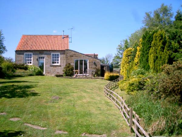 THE OLD CHAPEL, character holiday cottage, with a garden in Fadmoor, Ref 2363 - Image 1 - Fadmoor - rentals