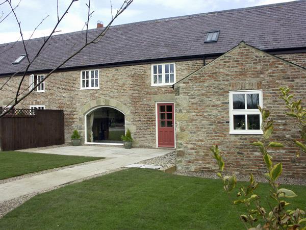 THE RED BARN, family friendly, luxury holiday cottage, with a garden in Longframlington Near Alnwick, Ref 1562 - Image 1 - Longframlington - rentals