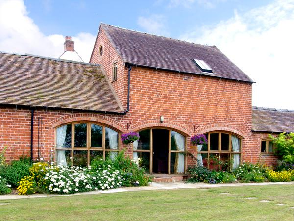 THE WAINSCOTT, family friendly, country holiday cottage, with a garden in Great Lyth, Ref 2602 - Image 1 - Great Lyth - rentals