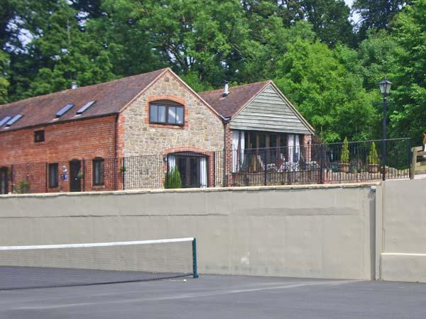 TURNIP HOUSE, pet friendly, luxury holiday cottage, with a garden in Cardington Near Church Stretton, Ref 1020 - Image 1 - Cardington - rentals