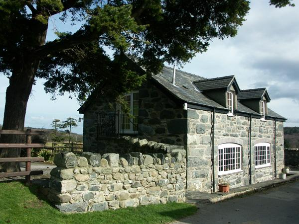 TY JOHN, pet friendly, character holiday cottage, with a garden in Rowen, Ref 1683 - Image 1 - Rowen - rentals