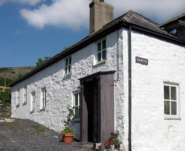 ISLWYN, pet friendly, character holiday cottage, with open fire in Llanberis, Ref 1026 - Image 1 - Llanberis - rentals