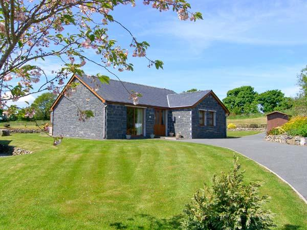 BWTHYN CLYD, family friendly, country holiday cottage, with a garden in Llanddaniel Fab, Ref 2251 - Image 1 - Llanddaniel Fab - rentals