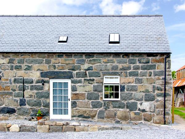 YSGYBOR YD, family friendly, character holiday cottage, with a garden in Criccieth, Ref 2370 - Image 1 - Criccieth - rentals