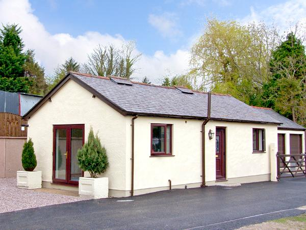 STATION COTTAGE, country holiday cottage, with a garden in Bodfari, Ref 2467 - Image 1 - Bodfari - rentals