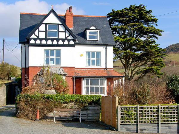 BRODAWEL HOUSE, pet friendly, luxury holiday cottage, with a garden in Aberdovey, Ref 2839 - Image 1 - Aberdovey / Aberdyfi - rentals