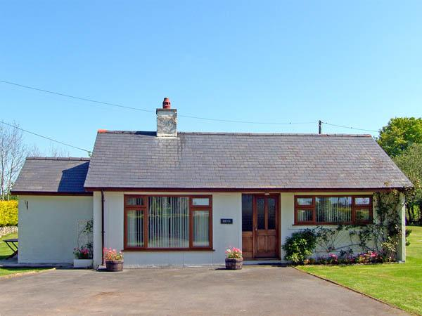 BRYN PENMAEN, family friendly, country holiday cottage, with a garden in Pwllheli, Ref 2947 - Image 1 - Pwllheli - rentals