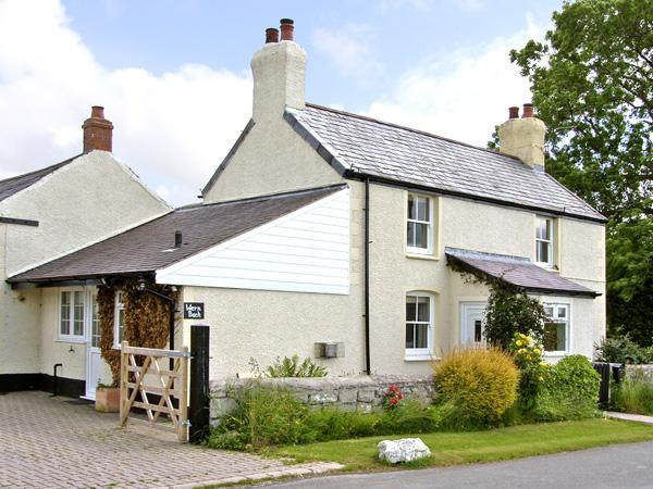 WERN BACH, pet friendly, country holiday cottage, with open fire in Caerwys, Ref 2841 - Image 1 - Caerwys - rentals