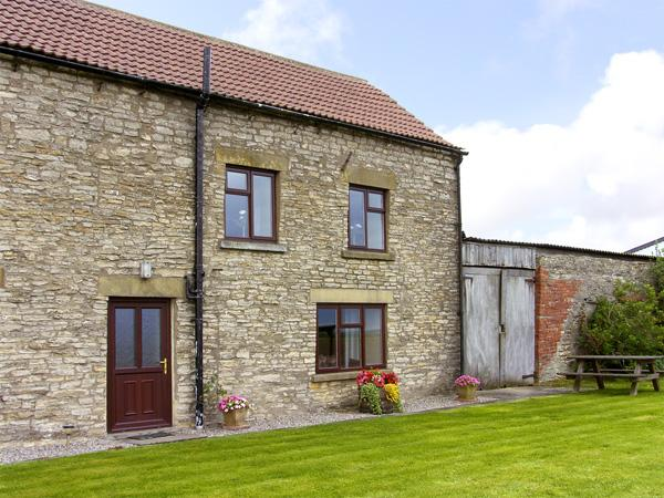 WETHERCOTE COTTAGE, family friendly, character holiday cottage, with a garden in Helmsley, Ref 3626 - Image 1 - Helmsley - rentals