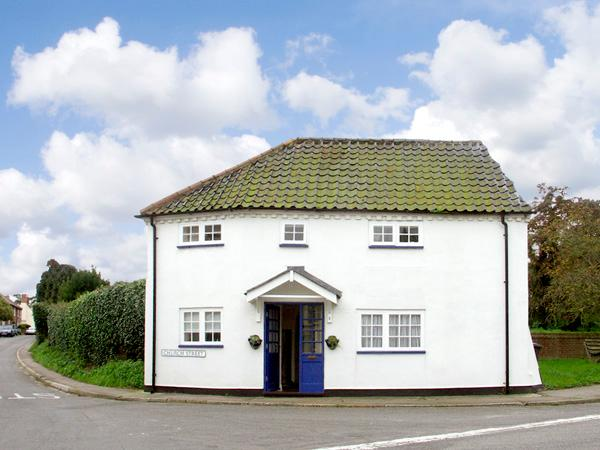 CORNER COTTAGE, pet friendly, character holiday cottage in Wangford, Ref 1936 - Image 1 - Wangford - rentals