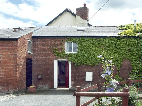 THE COACH HOUSE, pet friendly, country holiday cottage, with a garden in Canon Pyon, Ref 2118 - Image 1 - Canon Pyon - rentals