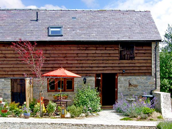 STABLE END, romantic, luxury holiday cottage, with a garden in Bucknell, Ref 2528 - Image 1 - Bucknell - rentals