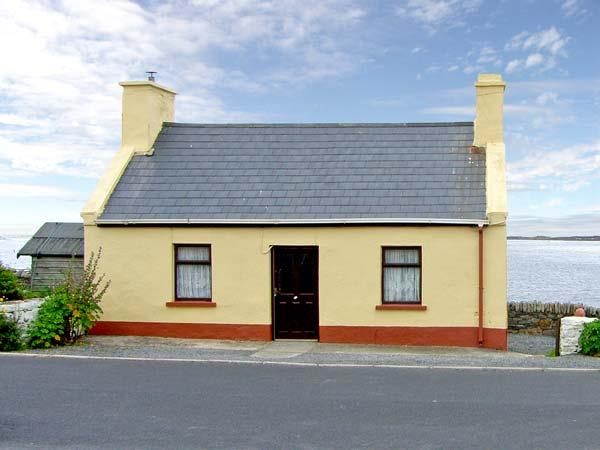 SEASIDE COTTAGE, pet friendly, with a garden in Quilty, County Clare, Ref 2670 - Image 1 - Quilty - rentals