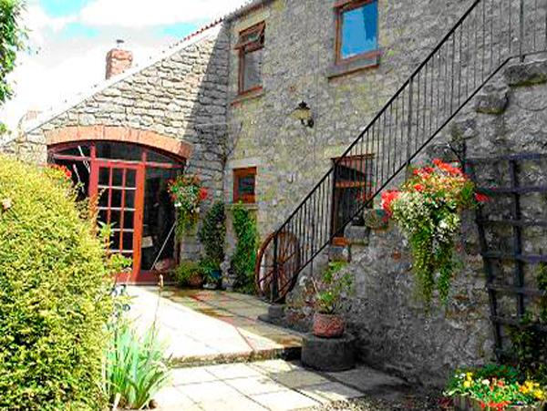 THE HAYLOFT, pet friendly, character holiday cottage, with open fire in Newton Upon Rawcliffe, Ref 2052 - Image 1 - Pickering - rentals