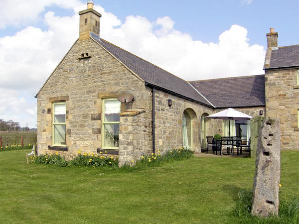 THE BYRE, family friendly, country holiday cottage, with a garden in Southwitton, Ref 1783 - Image 1 - Longwitton - rentals