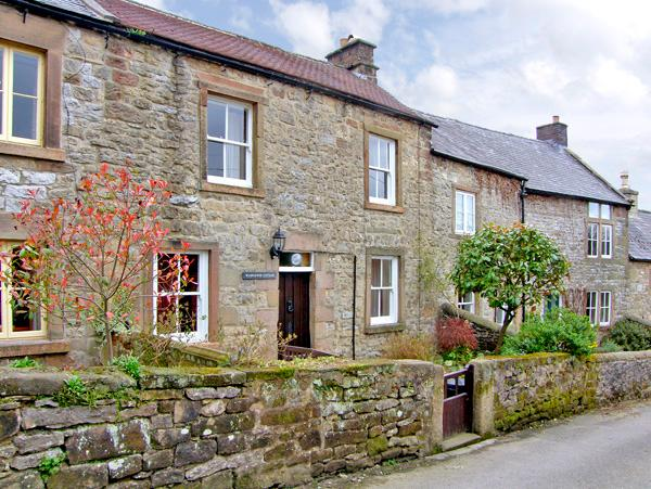 WILDFLOWER COTTAGE, romantic, character holiday cottage, with open fire in Winster, Ref 1076 - Image 1 - Winster - rentals