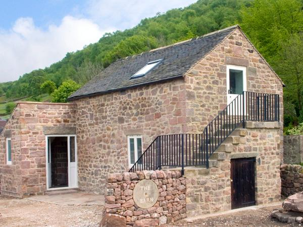 THE BARN, romantic, character holiday cottage, with a garden in Cromford, Ref 2079 - Image 1 - Cromford - rentals