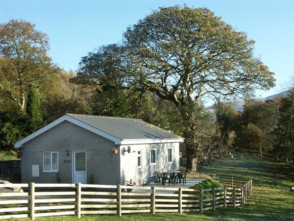Y BWTHYN, family friendly, country holiday cottage, with a garden in Bont Newydd, Ref 1472 - Image 1 - Bontnewydd - rentals