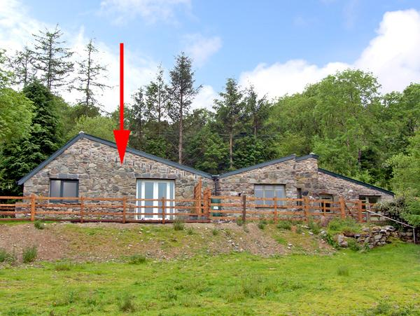 OWL COTTAGE, pet friendly, country holiday cottage, with a garden in Dolgellau, Ref 2505 - Image 1 - Dolgellau - rentals