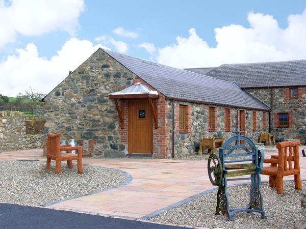 LAVENDER COTTAGE, pet friendly, character holiday cottage, with a garden in Caeathro, Ref 2952 - Image 1 - Caeathro - rentals