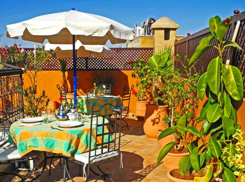 our sunny terrace - Riad Linda very central location in the medina - Marrakech - rentals