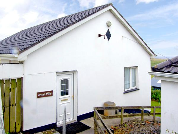 OCEAN VIEW, pet friendly, country holiday cottage, with a garden in Doonbeg, County Clare, Ref 2547 - Image 1 - Doonbeg - rentals