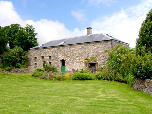 THE COACH HOUSE, pet friendly, character holiday cottage, with a garden in Gilwern, Ref 2553 - Image 1 - Abergavenny - rentals
