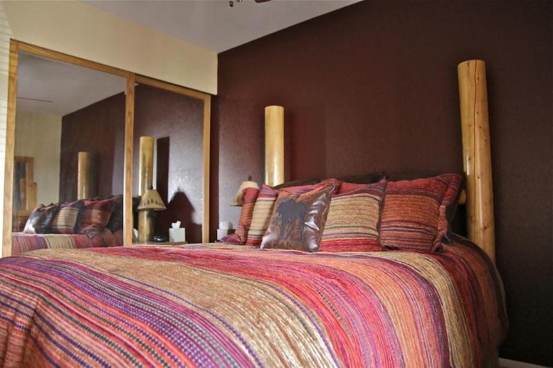 Comfortable bed, mirrored wardrobe doors, HD TV, Netflix, ceiling fan - Gorgeous condo steps 2 Park City ski lifts sleep 6 - Park City - rentals