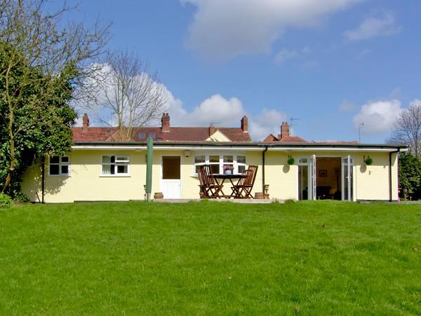 RITH CHALET, country holiday cottage, with a garden in Shottery , Ref 2410 - Image 1 - Shottery - rentals