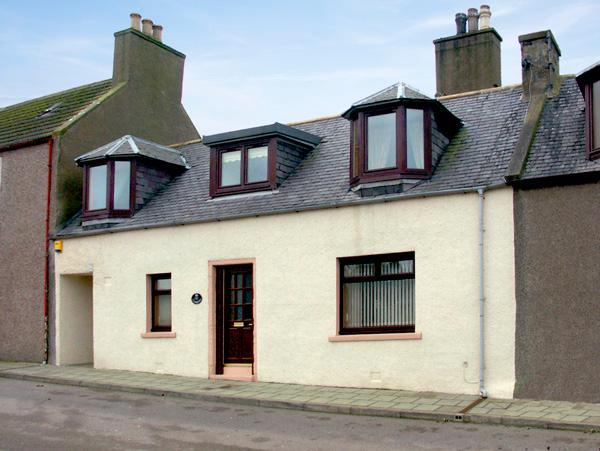 ELISABETH COTTAGE, family friendly, country holiday cottage, with a garden in Banff, Ref 1643 - Image 1 - Banff - rentals