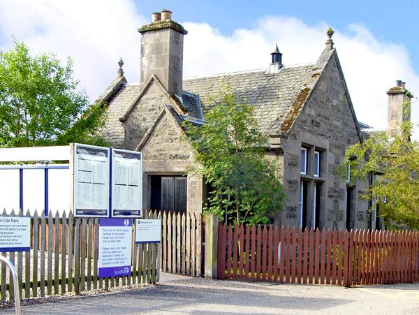 THE OLD STATION, pet friendly, character holiday cottage, with a garden in Newtonmore, Ref 2551 - Image 1 - Newtonmore - rentals