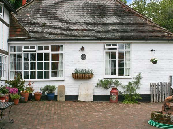 OLD TUDOR COTTAGE ANNEXE, pet friendly, country holiday cottage, with a garden in Henfield, Ref 1662 - Image 1 - Henfield - rentals
