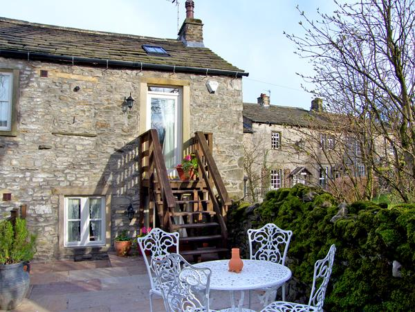 BLACKSMITH COTTAGE, pet friendly, luxury holiday cottage, with a garden in Grassington, Ref 2317 - Image 1 - Grassington - rentals