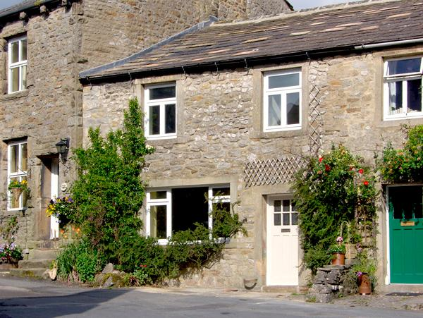 SANDY COTTAGE, pet friendly, luxury holiday cottage, with a garden in Linton, Ref 2580 - Image 1 - Linton - rentals