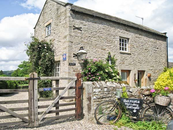 BALKCOTE, pet friendly, character holiday cottage, with a garden in Romaldkirk, Ref 2894 - Image 1 - Romaldkirk - rentals